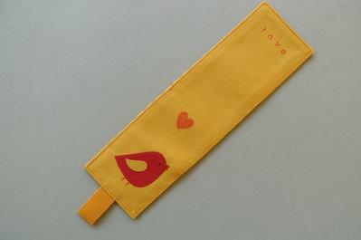 Segnalibro handmade in tessuto giallo – love