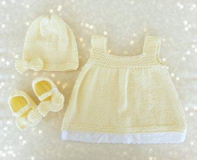 Set regalo neonato in lana color crema, vestito cappellino e scarpette
