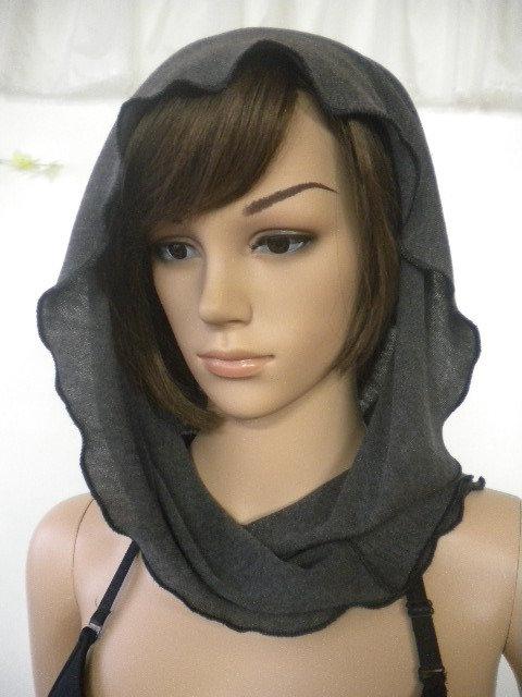 Sciarpa con cappuccio insolito in viscosa sottile maglia in grigio