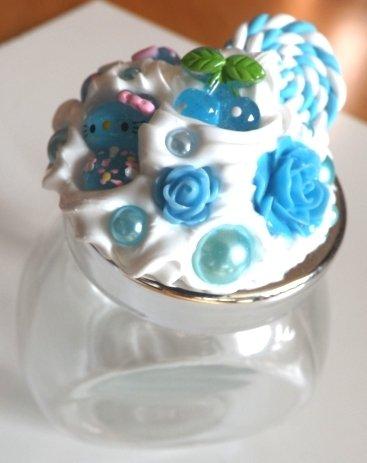 Barattolino in vetro decorato in fimo,silicone ed elementi in resina per portagioie o bomboniere