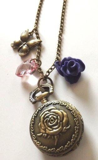 Collana color bronzo con orologio,ciondolo a farfalla,cuore e rosellina in fimo