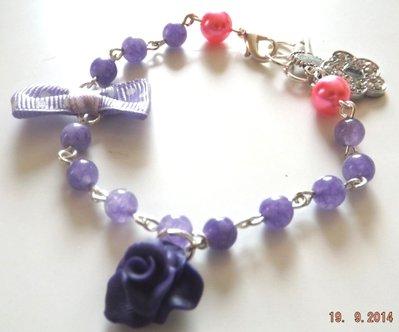 Bracciale con rosellina in fimo,ciondolo a fiore strass e pietre di ametista viola
