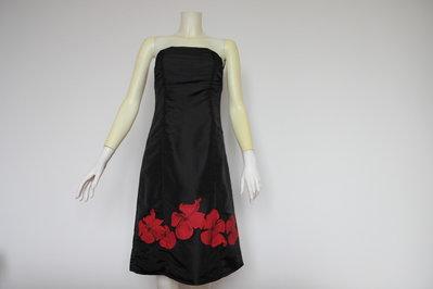 Abito nero con fiori rossi dipinto a mano