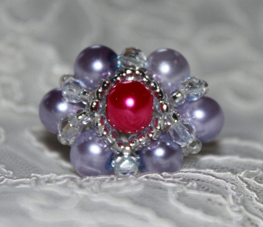 Queen - Anello con perle lilla, perla centrale fucsia e mezzi cristalli bianchi