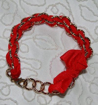 Bracciale in lycra rossa e catena dorata