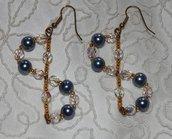 Orecchini con perle azzurre e mezzi cristalli
