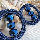 Orecchini circolari con filo di pietre di colore blu