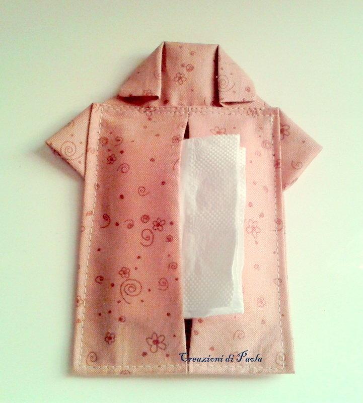 Porta fazzoletti a forma di camicetta