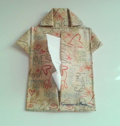 Porta fazzoletti a forma di camicetta love