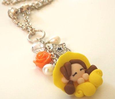 Collana lunga con folletta gialla in fimo,rosa in resina,ciondolo stella con strass e perle coltivate bianche