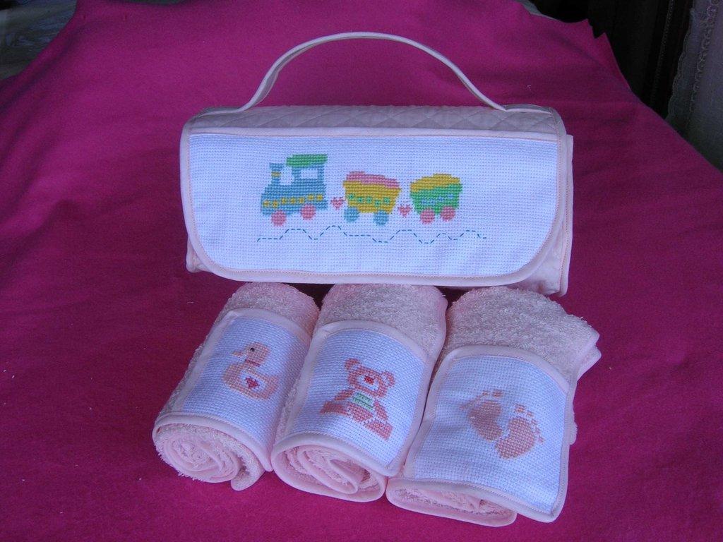 Conosciuto Borsetta rosa con asciugamani ricamata a mano per bambina  KA01