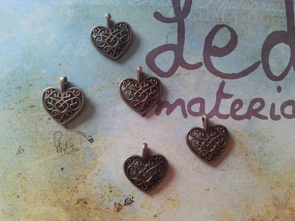 Charm cuore traforato in bronzo