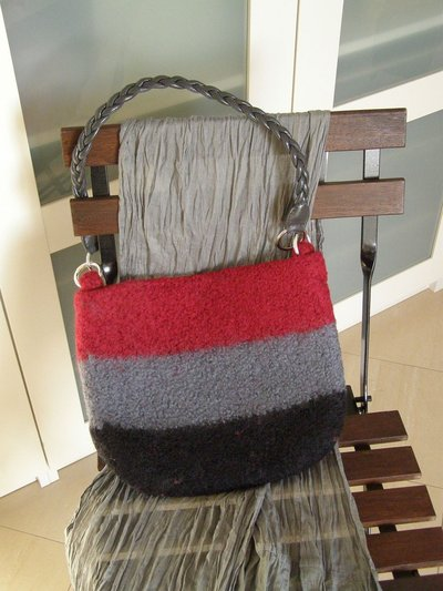 borsa in lana infeltrita a tre colori