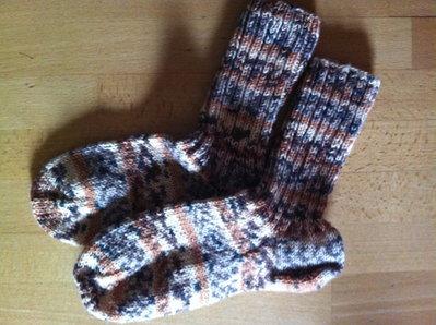 Calzini di lana fatti a maglia colori autunnali