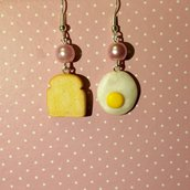 orecchini pendenti uovo e toast