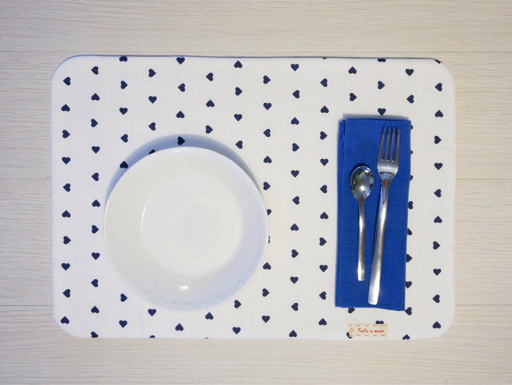 Blue hearts - tovaglietta americana fatta a mano + tovagliolo - incassi devoluti in beneficenza a cani e gatti abbandonati