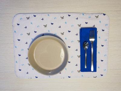 Blue butterflies - tovaglietta americana fatta a mano + tovagliolo - incassi devoluti in beneficenza a cani e gatti abbandonati