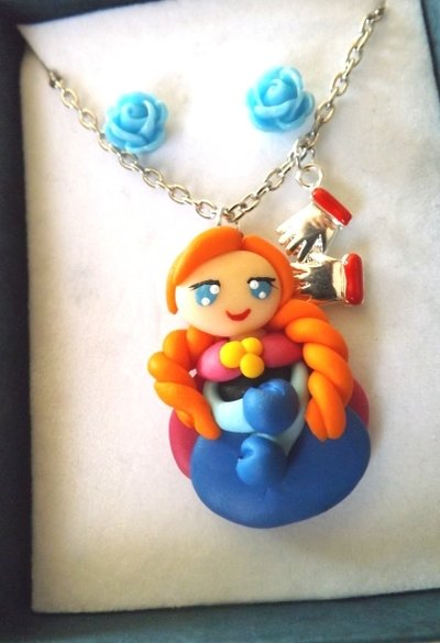 Collana principessa Anna in fimo,roselline in resina e scatolina idea regalo