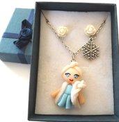 Collana principessa Elsa in fimo,roselline in resina e scatolina idea regalo