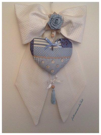 Fiocco nascita in piquet di cotone bianco con cuore patchwork