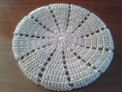 Basco di lana ad uncinetto