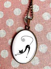 Ciondolo vintage ovale grande gatto nero