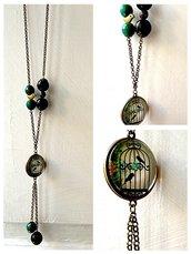 Deliziosa collana verde-nera con ciondolo vintage gabbia