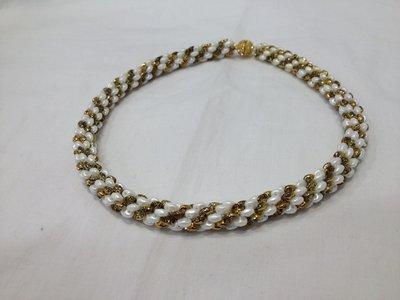 Collana Torchon girocollo con chiusura strass. Bianca  e oro