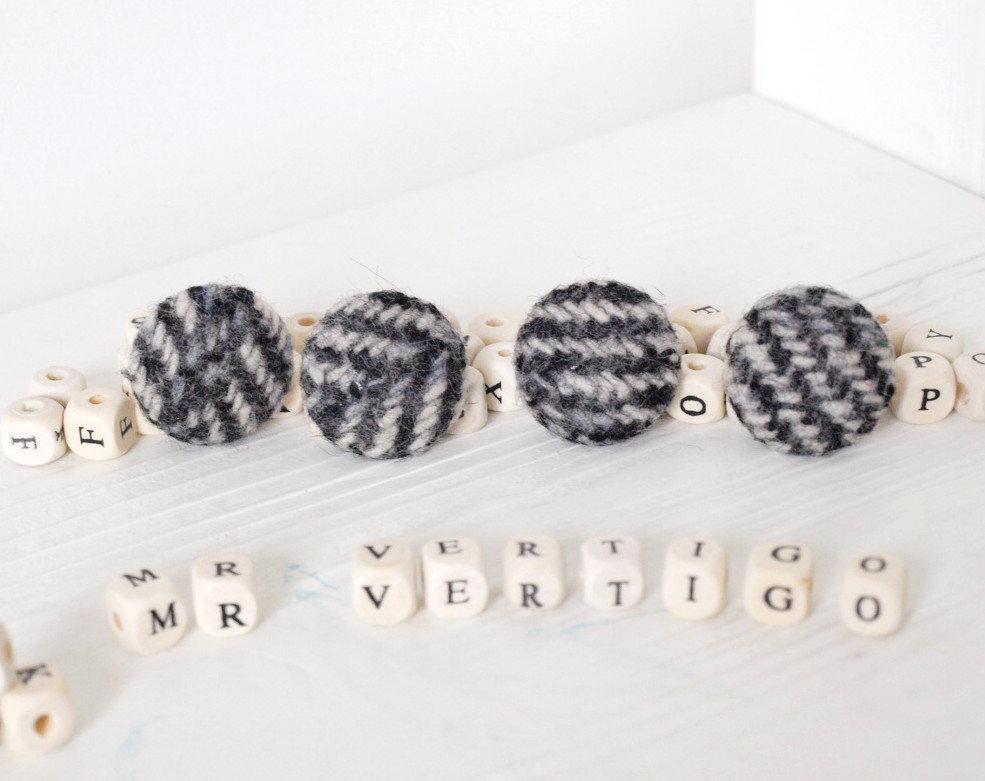 Set 2 bottoni in lana
