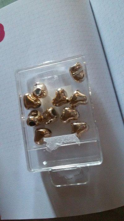 10 Perline a forma di cuore dorata