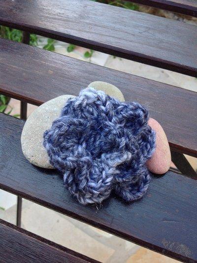 Fermacapelli ad uncinetto in lana e lurex