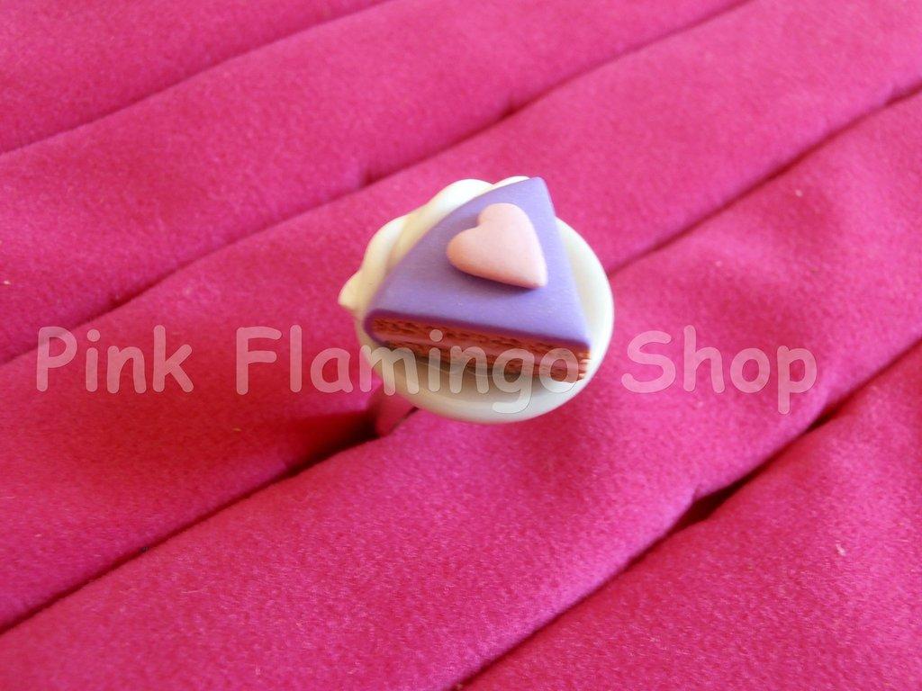 Anello fetta di torta in Fimo con piattino in ceramica - regolabile