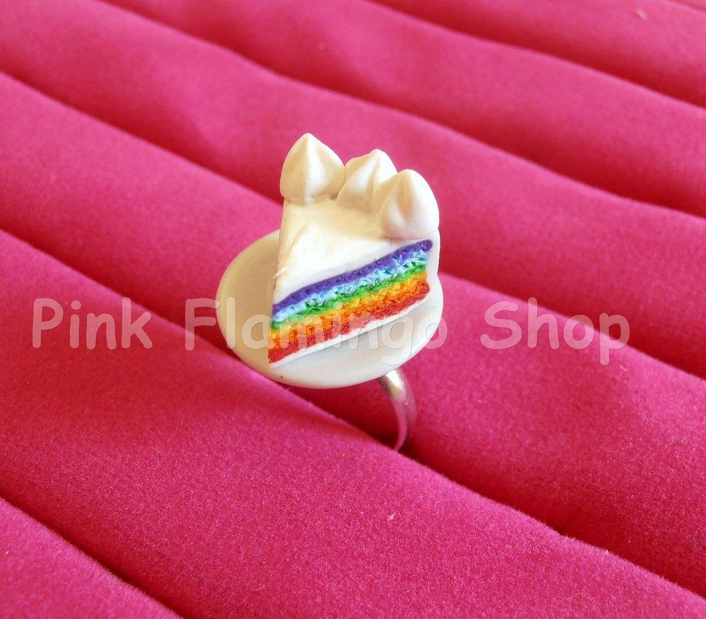 Anello fetta di torta rainbowcake in Fimo con piattino in ceramica - regolabile