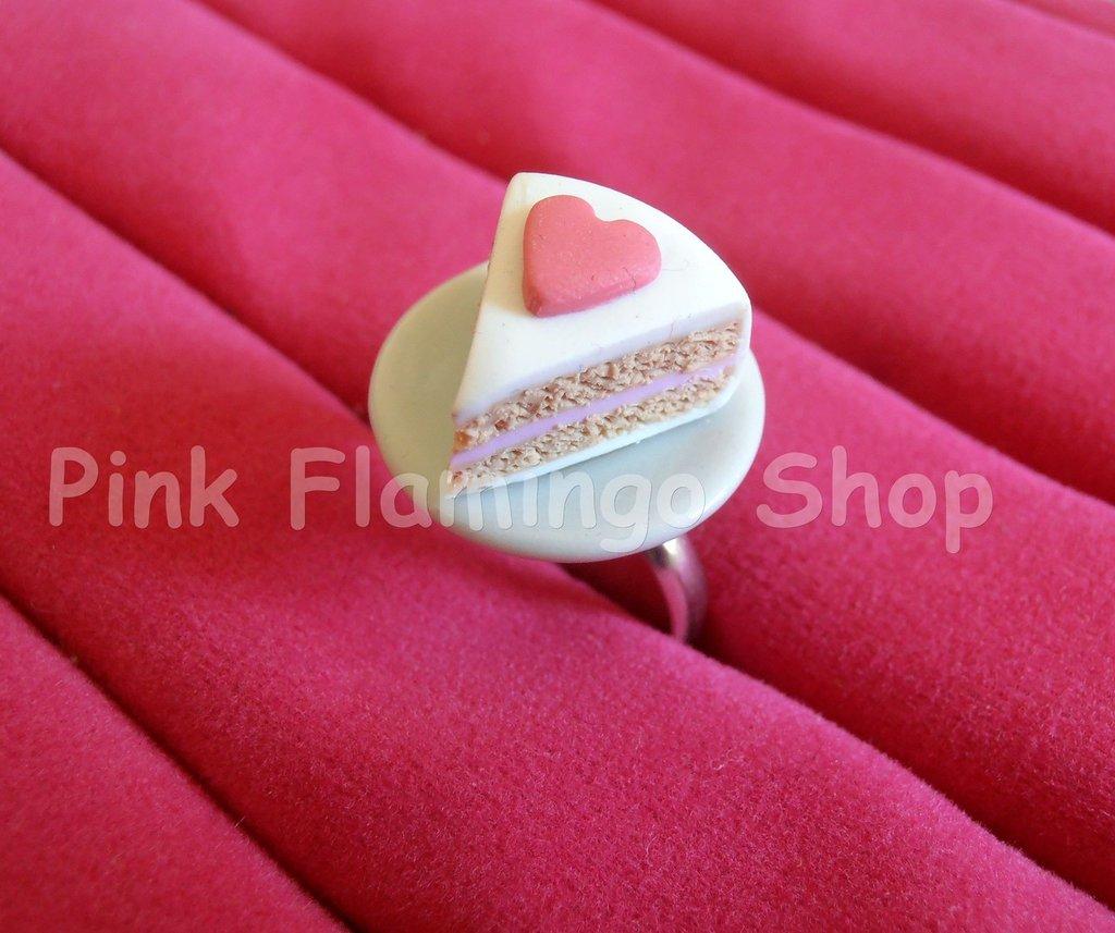 Anello fetta di torta cuore in Fimo con piattino in ceramica - regolabile