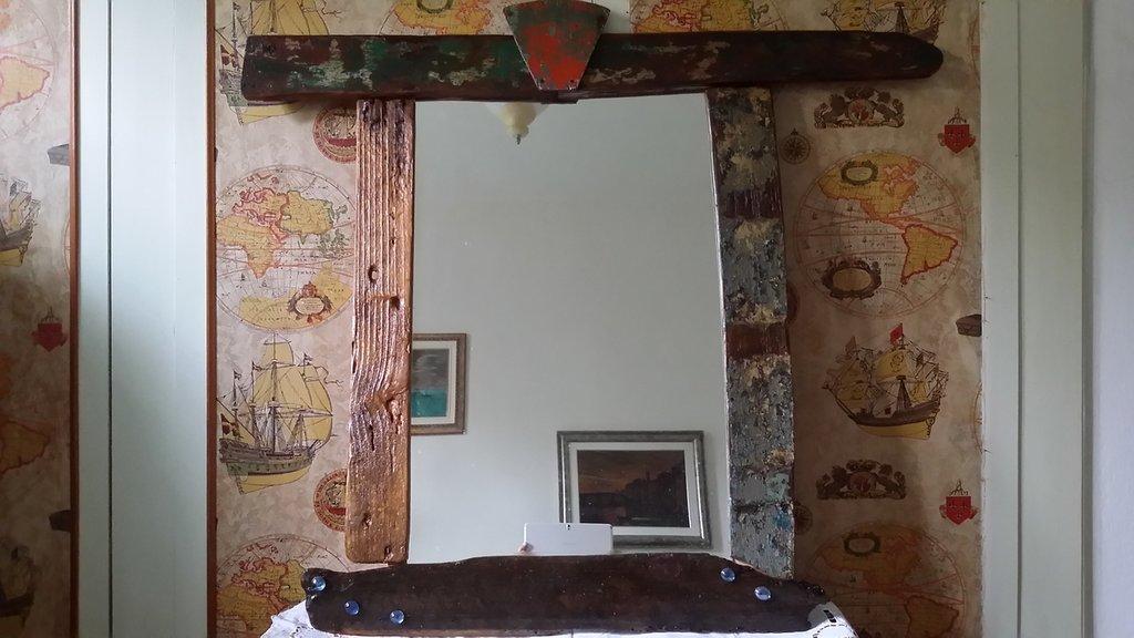 Specchio in legno e vetro