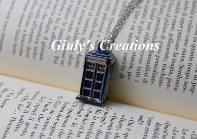 Collana con Tardis blu Doctor Who