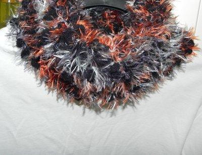Sciarpa collo scaldacollo handmade multicolore con piuma