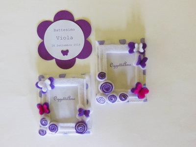 Set 30 cornici di stoffa e feltro con decorazioni 'Farfalline tra i fiori' viola e bianche: bomboniere calamita per bambine romantiche!