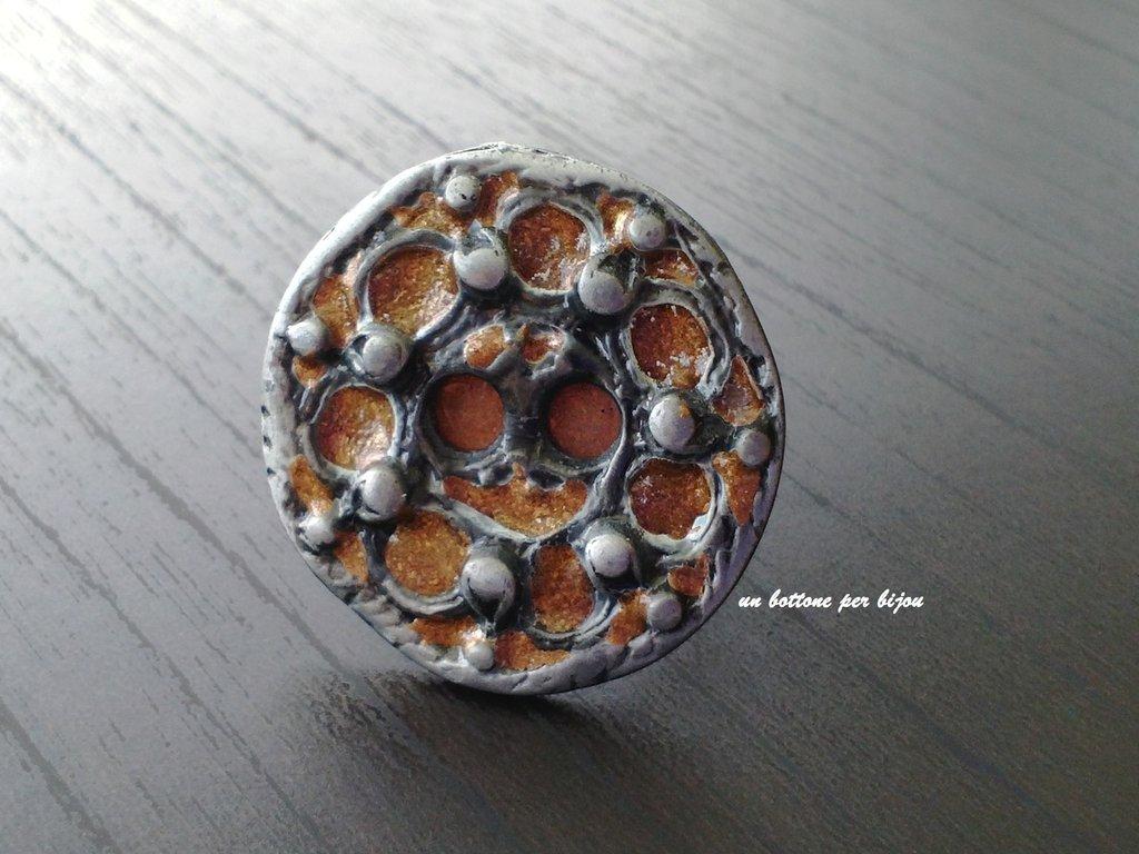 Anello con bottone vintage in metallo argento brunito,smalto ramato