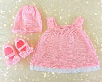 Set regalo neonato in lana rosa pastello, vestito cappellino e scarpette