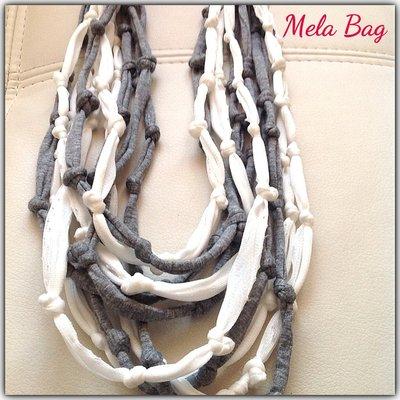 Collana mille nodi bianca/grigia