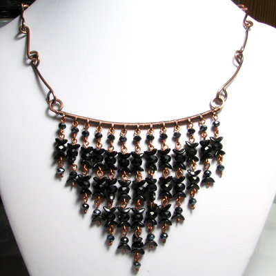 Collana nera con perline, collana in rame con perline nere - Black cluster triangle necklace