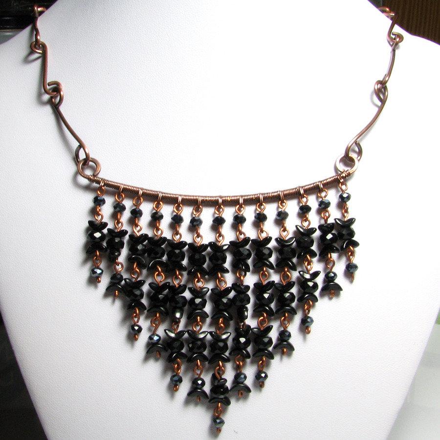 Collana nera con perline, collana in rame con perline nere - Black cluster triangle necklace