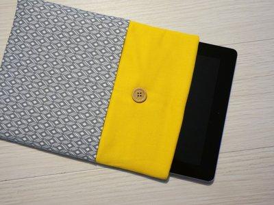 custodia Yellow Geometry per tablet o ebook reader - comunicaci il modello del tuo tablet e realizzeremo la custodia su misura!!!