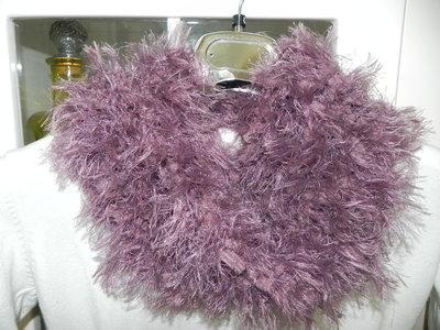 Sciarpa handmade filato con piuma rosa antico EFFETTO PELLICCIA