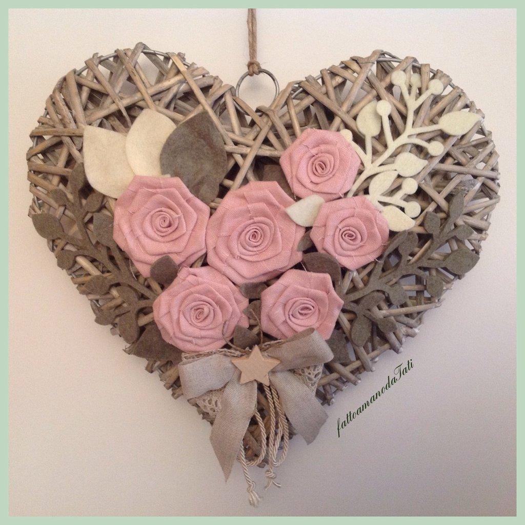 cuori di legno con fioru : Grande cuore di vimini con rose di lino rosa - Per la casa e per te ...