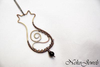 Silhouette gatto in rame naturale martellato e wire weaving con onice nero elegante swirl