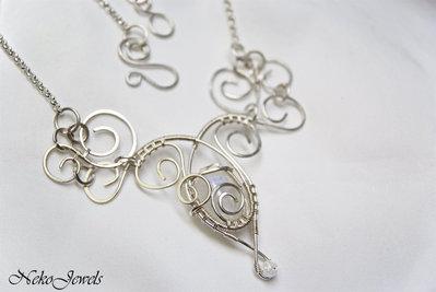 Collana da Sposa Pendente in filo di rame color argento Gioiello da principessa elfica Rainbow moonstone Pietra di Luna SPEDIZIONE GRATUITA pezzo unico