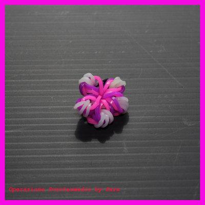 Fiore con elastici colorati portachiavi, orecchino o ciondolino