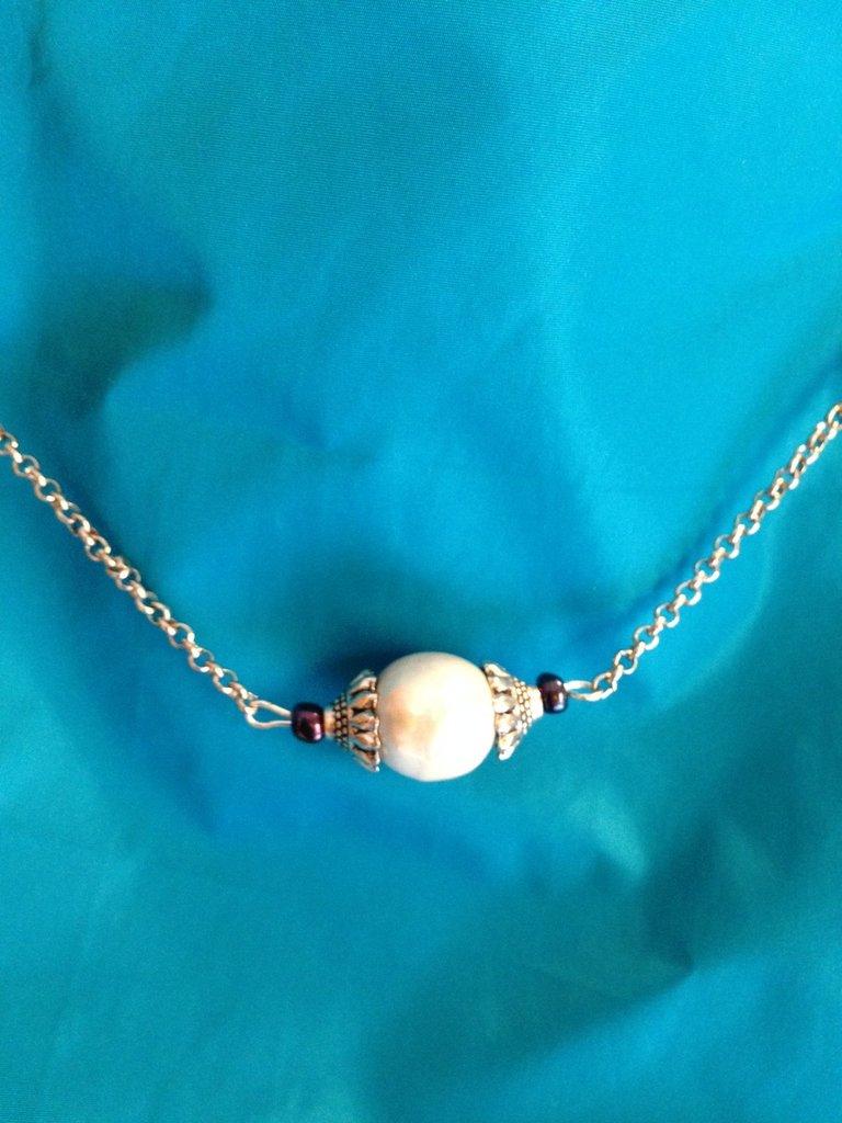 Collier catenina con grande perla bianca e perline